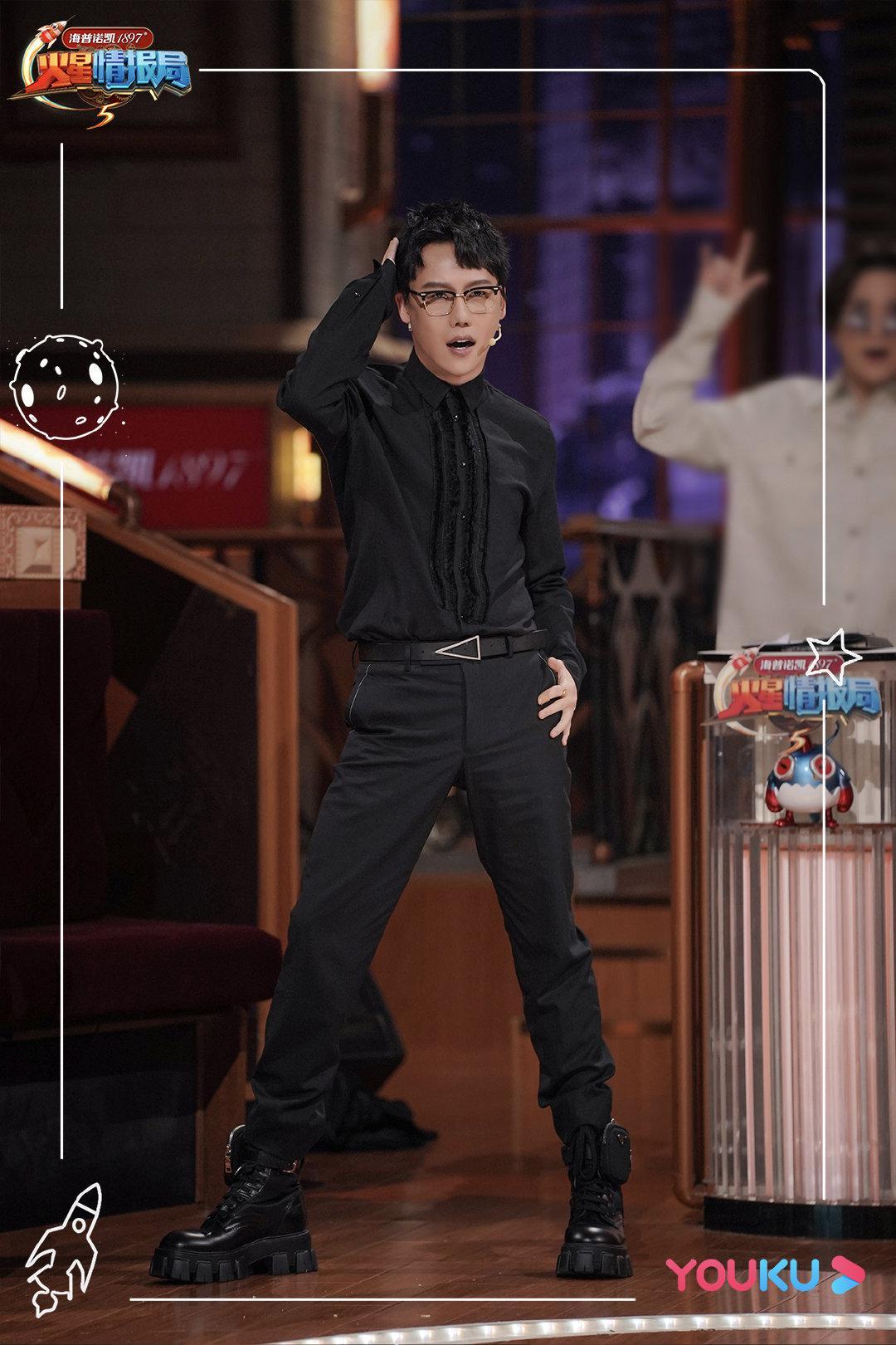 相信唱跳全能的@刘维-Julius 走到哪里都会发光发热…………
