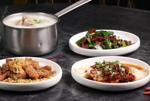 晒晒一家三口的晚餐,生活需要仪式感,网友:一看就是四川人口味