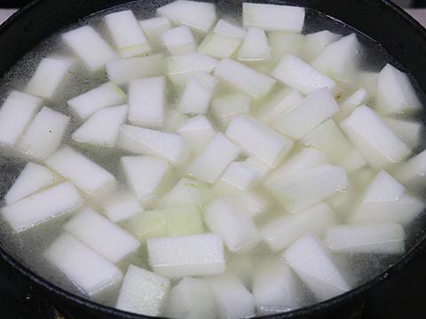 晚餐不懂吃啥,来碗冬瓜排骨汤,软烂脱骨,汤鲜味美,营养又好喝
