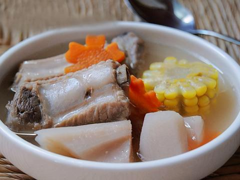 炖排骨汤或肉汤,加这3种料是大错,难怪汤发黑,肉发柴,味道怪