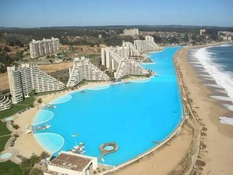 面积相差八千倍的两个游泳池,最小的不足10平米却永远游不到尽头