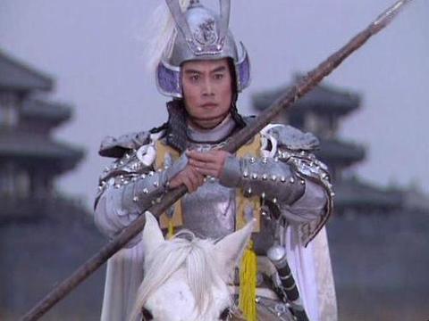 曾饰演赵子龙爆红,娶了陈佩斯的妹妹,妻子生病后不弃不离