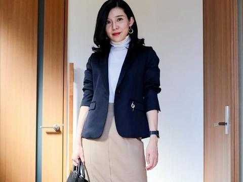 女人40岁也别放弃时尚感,会穿衣立马年轻10岁,建议照着穿