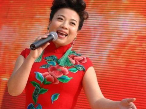 她是李谷一女儿,上过25次春晚,今52岁依旧单身!