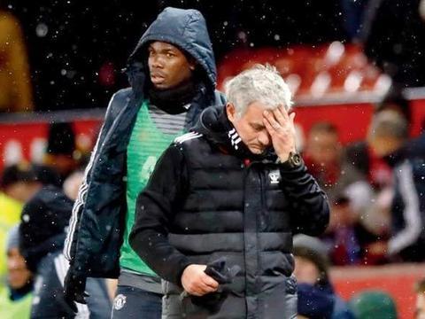 穆帅带领拐杖天团夺取欧联的悲壮场景历历在目,曼联球迷冷眼嫌弃