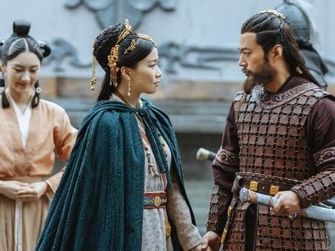 萧燕燕死都不知,她背叛韩德让嫁给耶律贤是萧胡辇故意设计的