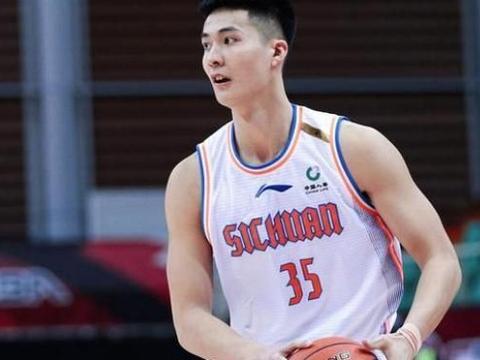 四川男篮惨败,朱松玮18分,周金利赛后甩锅外援,对此你怎么看?