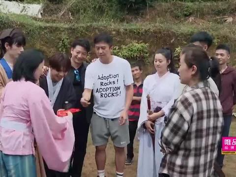 哈哈哈哈哈:邓超太仁义了,现场帮农民演员代言