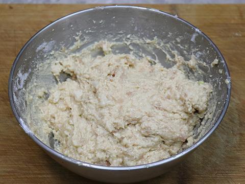 天凉,一起来做干炸豆腐肉丸子,色泽金黄,外酥里嫩,出锅就吃光