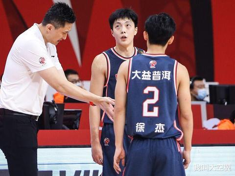 广东男篮锋线和后卫球员,谁潜力最大?球迷给出答案,且大局已定