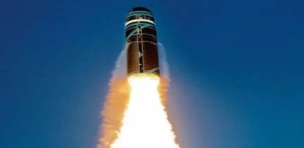 美军核力量不断提升,俄选择先下手为强,500枚洲际导弹展开备战
