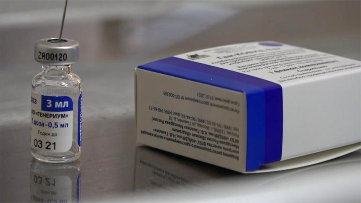 俄罗斯开始大规模接种新冠疫苗 将生产200多万剂 医生教师优先