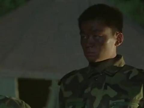 成才背着连长离开连队,想要更好的发展,成为了第一个跳槽的兵!