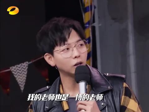 王一博是胡夏摩托车师哥,老师拿一博摩托视频当教程,一宝优秀啊
