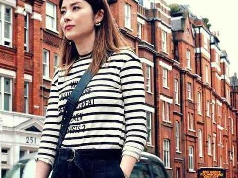 """陈慧琳穿搭有""""格调"""",条纹t恤配高腰裤低调大气,尽显成熟魅力"""