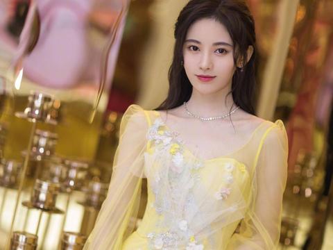女神鞠婧祎:第4105期时尚潮流穿搭美图
