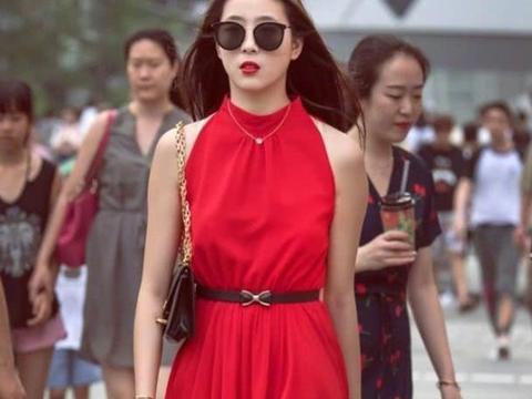连衣裙充分全发挥自己的优势,让你穿搭出优雅时尚的名媛范
