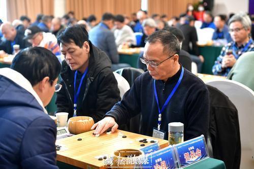 全国业余围棋大赛在洛闭幕 洛阳棋手骆君达获奖牌