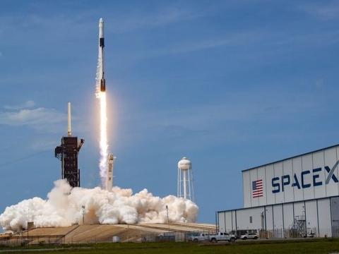 SpaceX两艘龙飞船将同时与空间站对接,为宇航员送去圣诞大礼