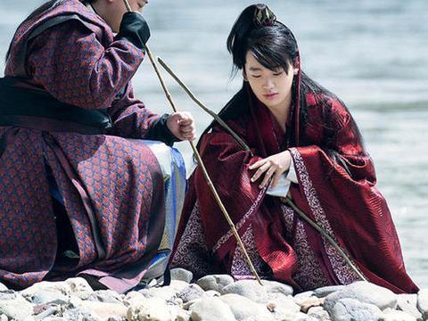网爆庆余年放弃使用肖战,选择了王佑硕,估计不看好肖战的演技