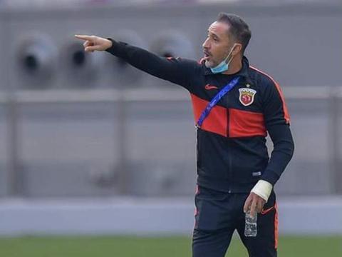 亚冠出局上港主帅佩雷拉 李圣龙头球破门很干净 感谢球员一直在拼