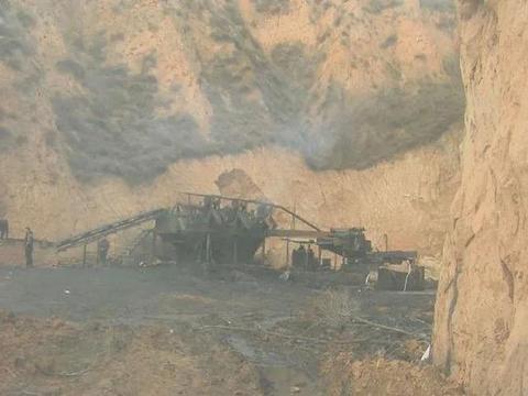 """污水横流,山西柳林县一座""""藏""""在山坳里的洗煤厂"""
