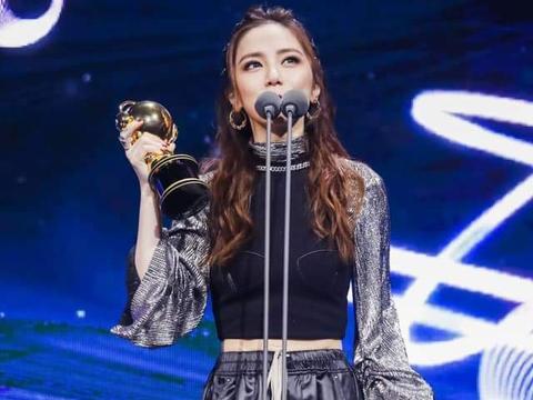 邓紫棋出道多年喜获三大音乐奖项