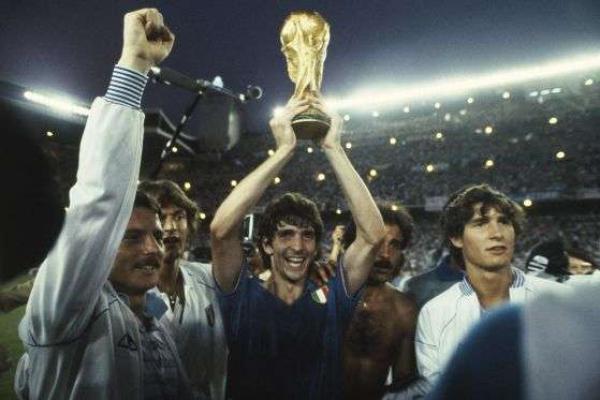 1982年世界杯金靴,意大利传奇球星保罗·罗西去世