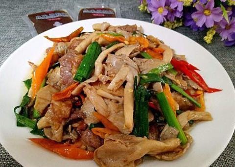 美食精选:酸汤小羊肉、萝卜炖牛肉、尖椒炒平菇、羊杂锅仔