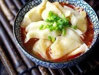 美食精选:红油饺子皮、麻辣肚丝、培根泡菜炒饭、蒜香虾仁炒饭