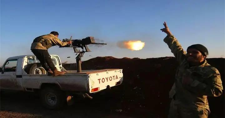 美军给钱给物,库尔德武装实力大增,早饭间隙重击土耳其军队