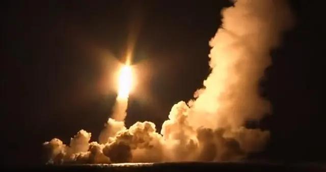 俄罗斯核潜艇齐射4枚弹道导弹 反导系统无能为力