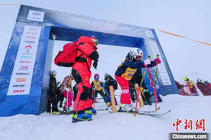 """中国青少年滑雪大奖赛总决赛落幕 徐梦桃寄语""""中国滑雪未来之星"""""""