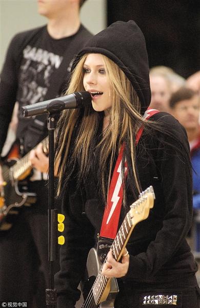 艾薇儿明年1月将发新歌,曲风为摇滚