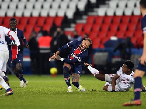 官方:因严重犯规,里昂中场门德斯被追加停赛2场