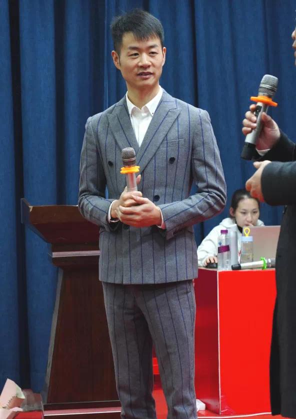 抖音直播黑马胡轩  惊爆中国服装行业逆势增长秘诀