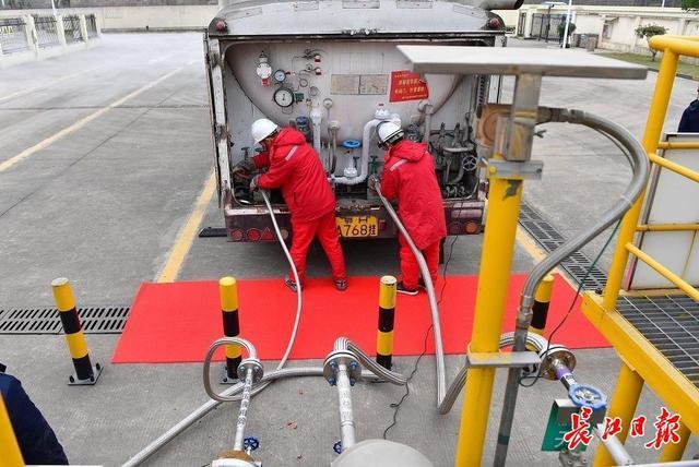 武汉市天然气公司:目前全国性用气量激增 望市民合理用气图片