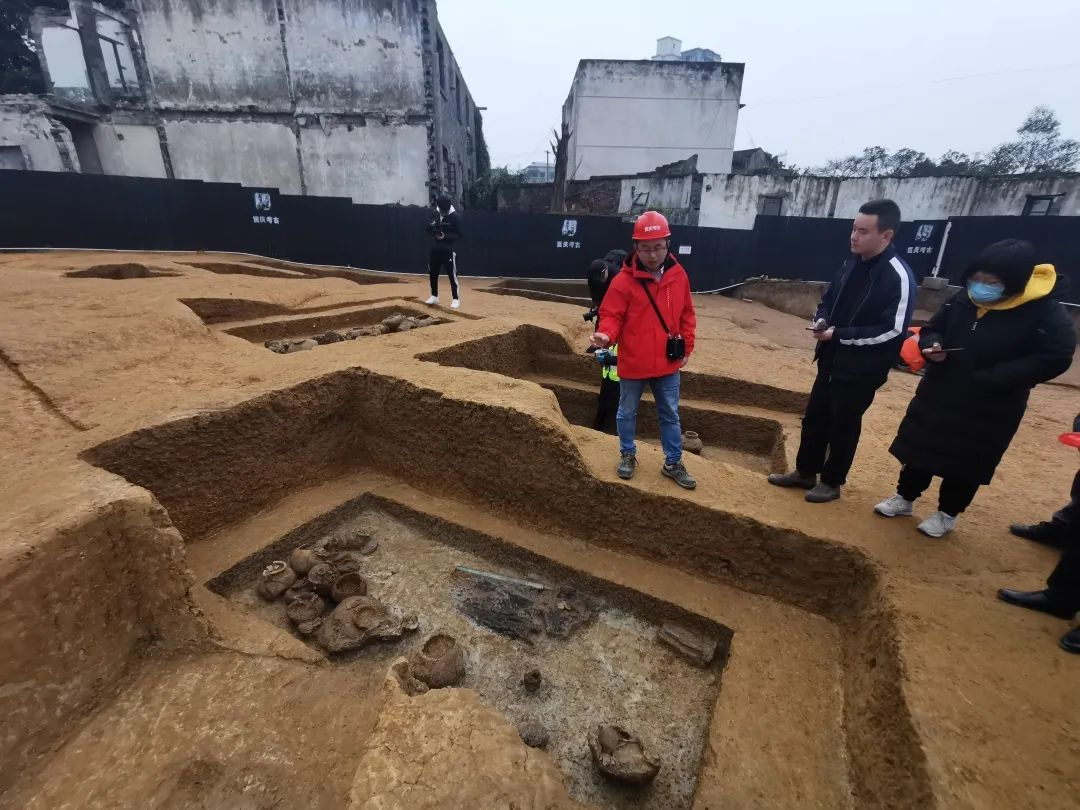 """【看区县】63年后,再现""""船棺葬""""遗迹图片"""