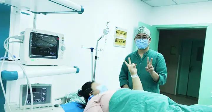 自贡一超体重孕妇顺利产下近7斤重婴儿