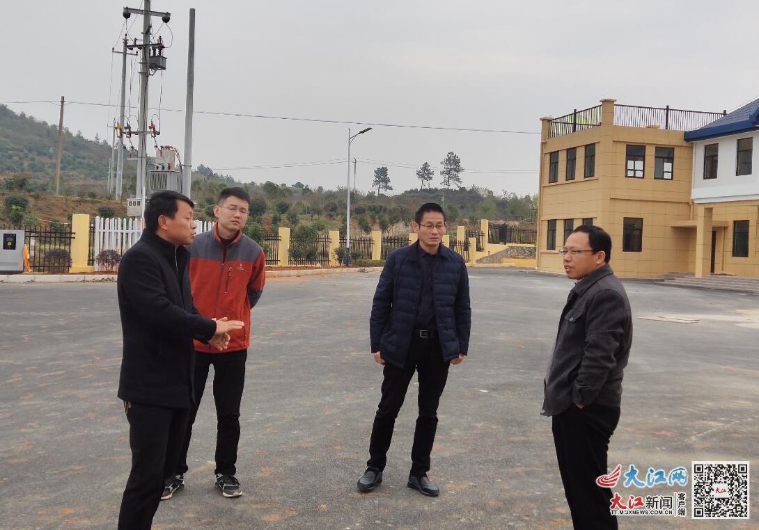 九江市公路管理局副局长邓玉训督导湖口公路分局示范路项目建设(图)