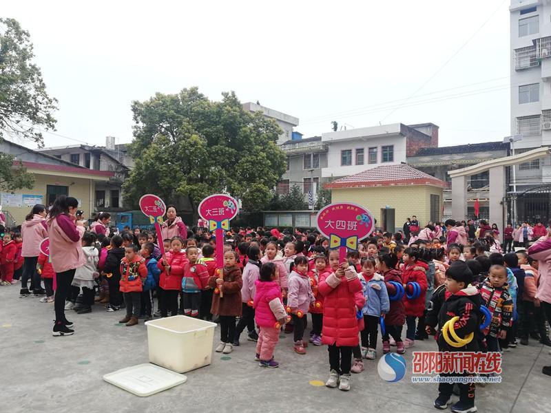 洞口县石江镇中心幼儿园举行冬季运动会