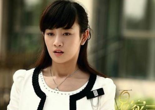 """张檬首谈后悔""""整容"""":唐嫣都曾给她做配角,身材比杨幂还辣"""