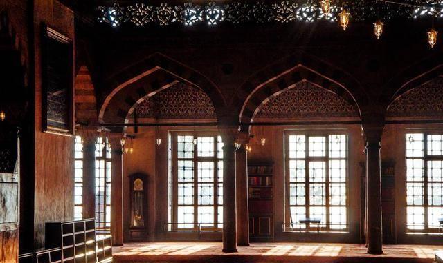蓝色清真寺,特殊瓷片贴就,远观就像精美蓝色瓷