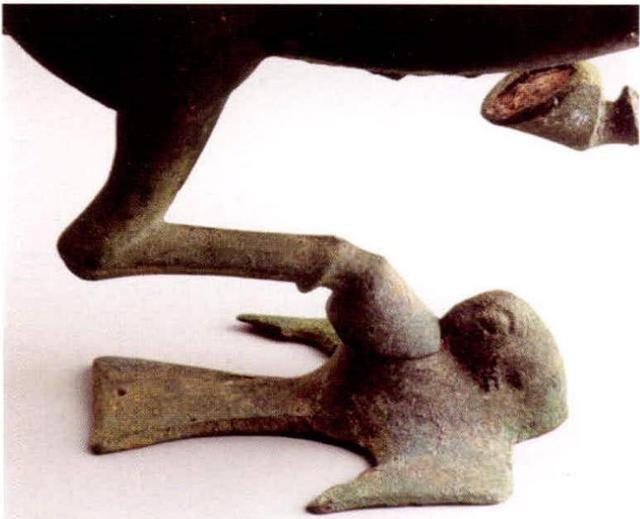 """铜奔马为何不叫""""马踏飞燕""""了?马蹄下究竟是什么鸟?再议铜奔马"""