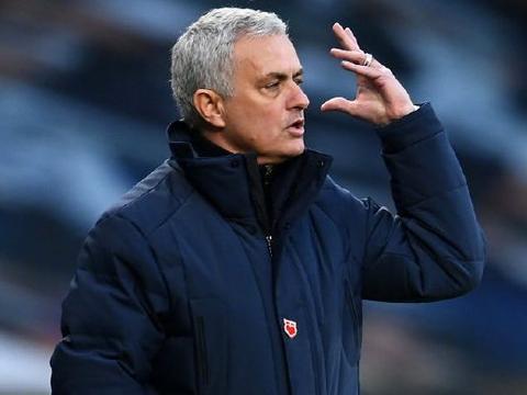 0-2!穆帅遭暴击,跌到英超第4,又一黑马杀出,只差利物浦4分