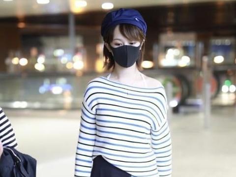 杨紫的衣品越来越好了,瘦到穿横条纹不显胖,精致温柔牛奶肌抢镜