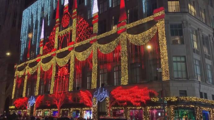 纽约市疫情严峻,圣诞橱窗秀依旧人头攒动