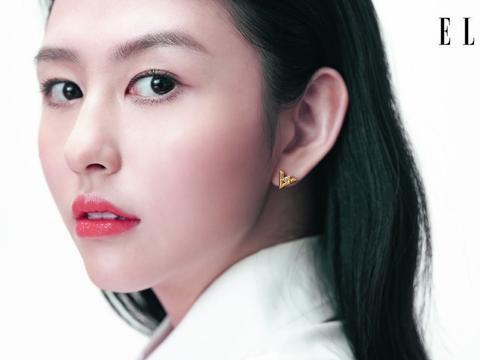 邱淑贞21岁大女儿登杂志,气质超好神似妈妈,被称最美星二代