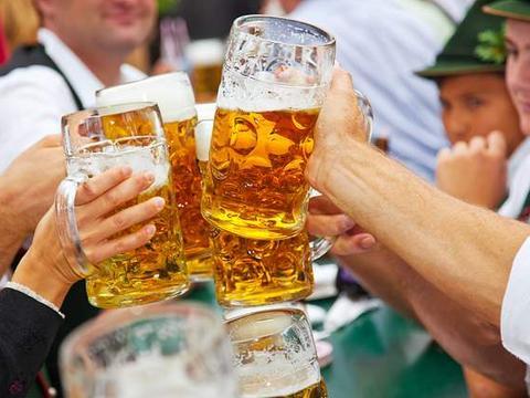 疫情下的德国:上街抗议、喝酒闹事