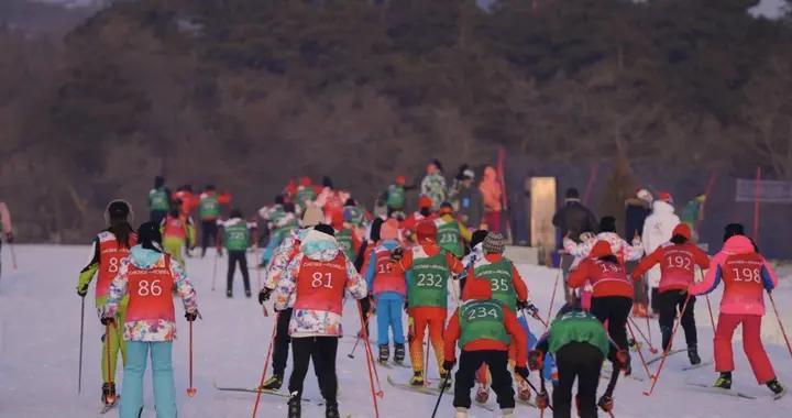 """""""筑梦冰雪・相约冬奥""""中国中学生越野滑雪锦标赛 、小学生越野滑雪冬令营开赛"""